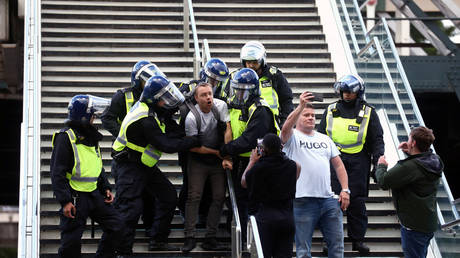Boris Johnson gives stern warning about attacking police, says protests 'subverted by violence'